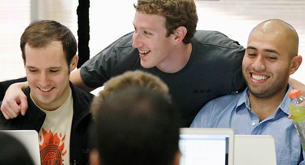mark-zuckerberg-employees-604cs032113.jpg